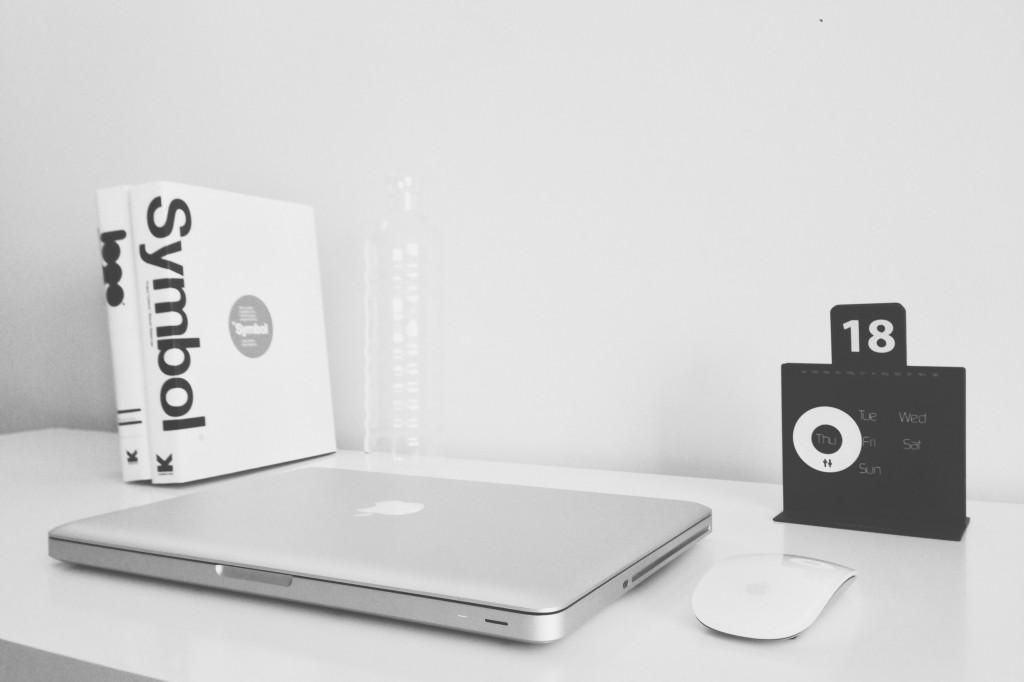 książka i laptop